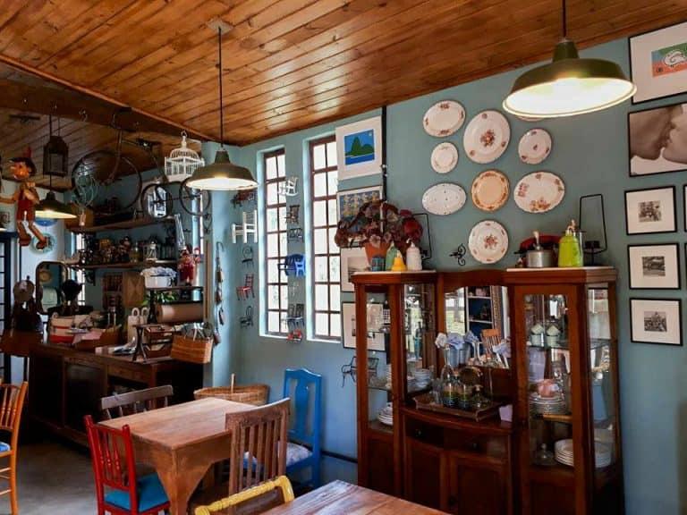Cafeteria em Cunha é imersa em antiguidades e muito charme