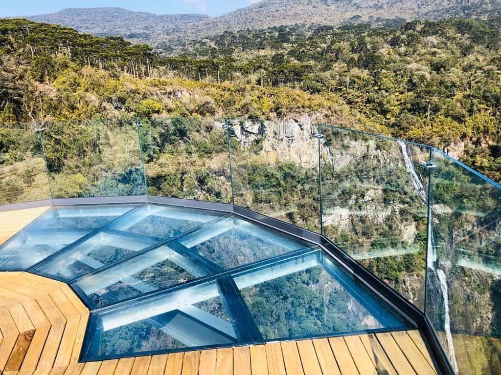 Cachoeira Papuã em Urubici: atração tem mirante de vidro com mais de 100 metros de altura
