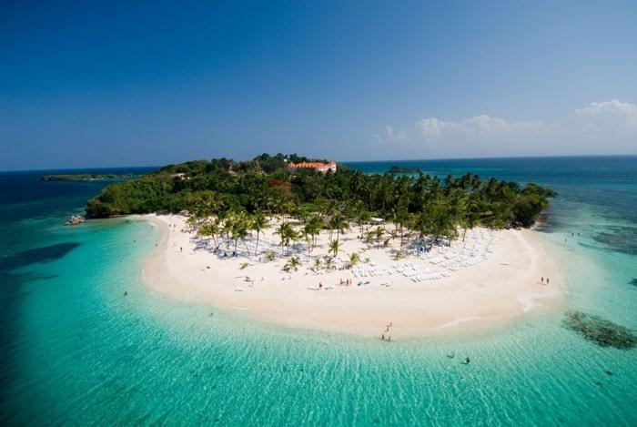 República Dominicana estende seguro médico gratuito para turistas abril de 2021