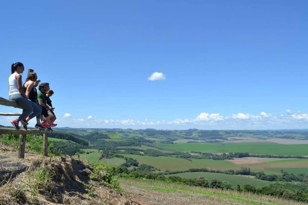 A 400 km de Curitiba, Coronel Vivida tem atrações turísticas que incluem até cratera de meteorito