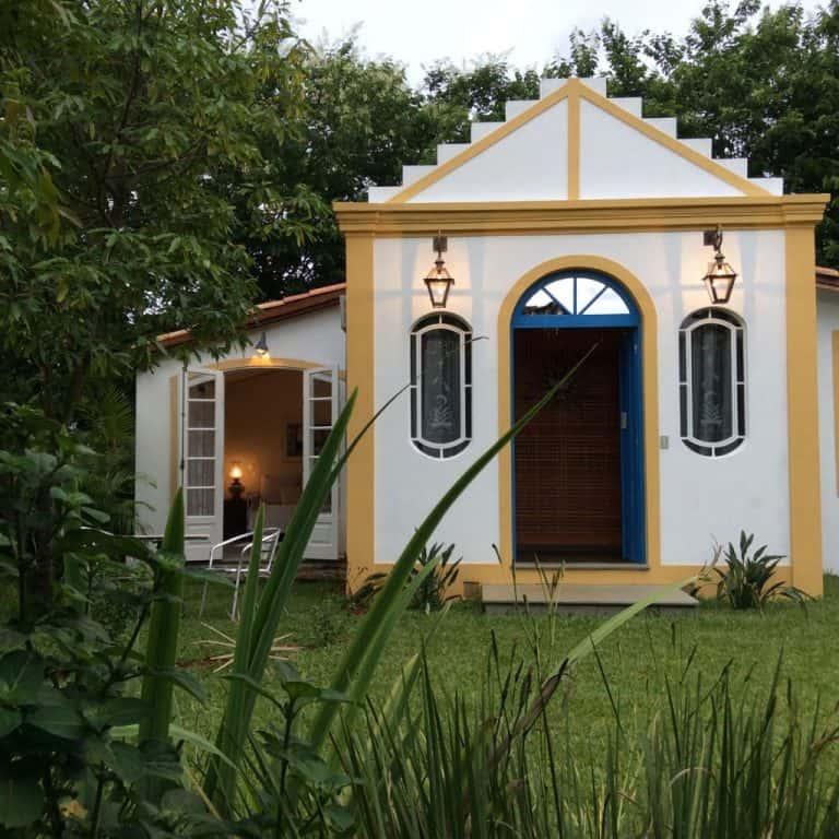 Capelinha é opção de suíte nesta bucólica pousada em MinasGerais