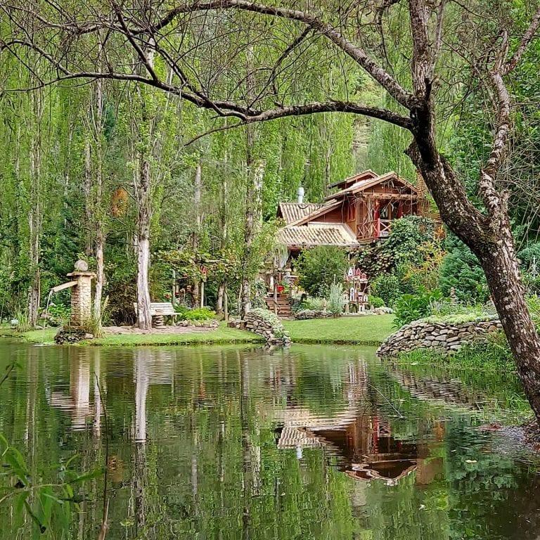 Jardim secreto em Urubici parece um vale encantado