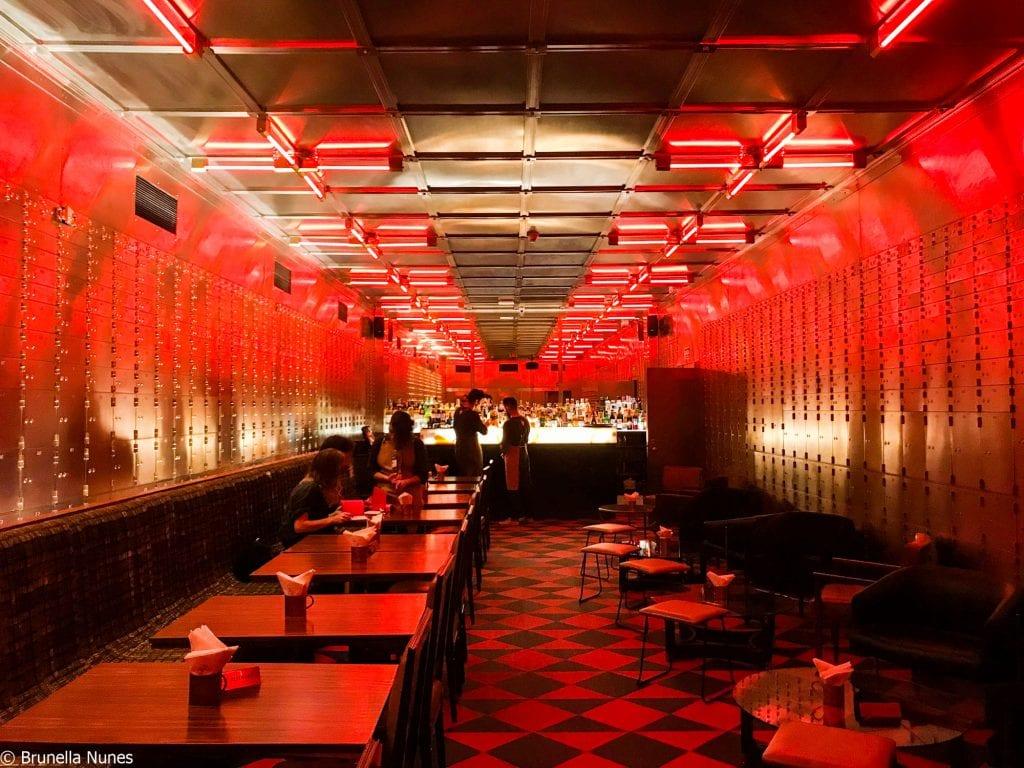 Bar do Cofre: um dos lugares mais legais de SP fica escondido no subsolo