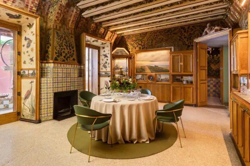 Sala de jantar da Casa Vicens, na Espanha.
