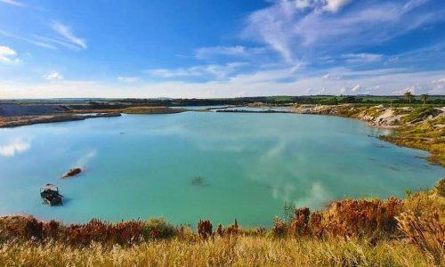 Paisagem surreal: visite a lagoa azul no interior de SãoPaulo