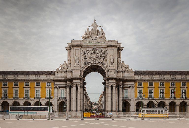 Portugal reabre para brasileiros! E não precisa de vacina