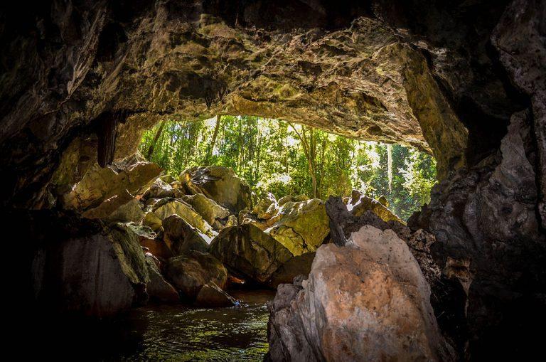 Gruta Bacaetava em Colombo: natureza e aventura a 30 min de Curitiba