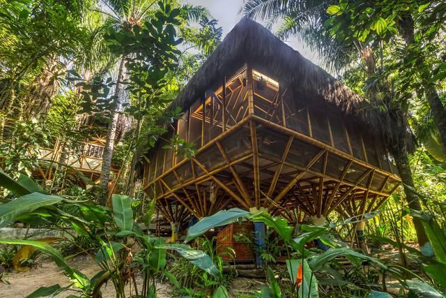 Esta hospedagem em Morro de São Paulo fica em meio às árvores/Foto: Universal Pol Bamboo Hostel